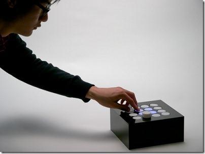 ポコポコ飛び出す電子音楽インタフェース「POCOPOCO」