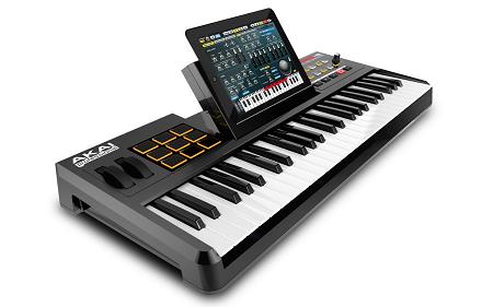 AKAIからiPadドックを装備したUSB-MIDIコントローラー「「SynthStation 49」が発売。