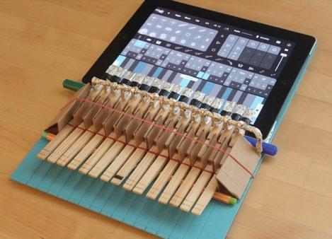 日用品を使って作ったiPad用鍵盤がよくできてる!